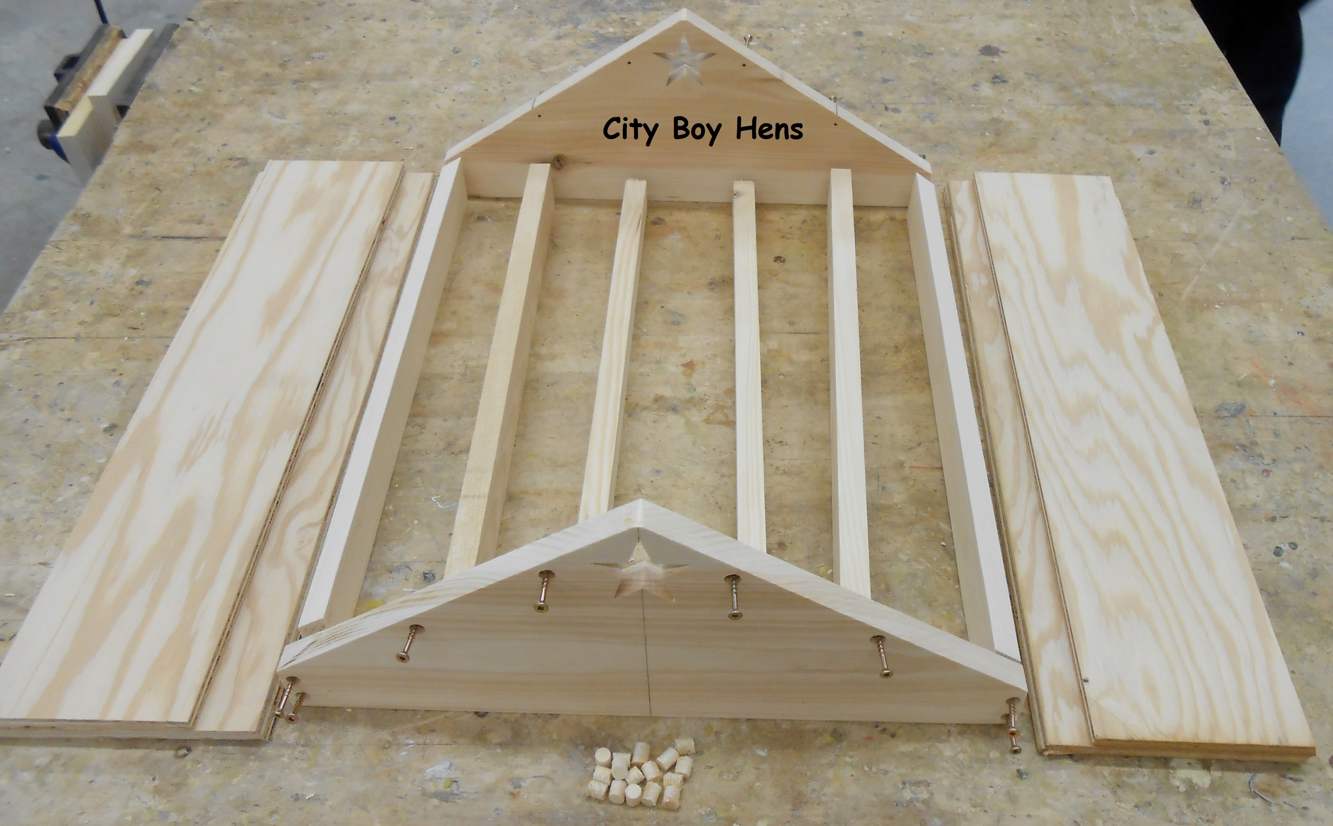 how to make a ventilated gabled beehive roof city boy hens. Black Bedroom Furniture Sets. Home Design Ideas